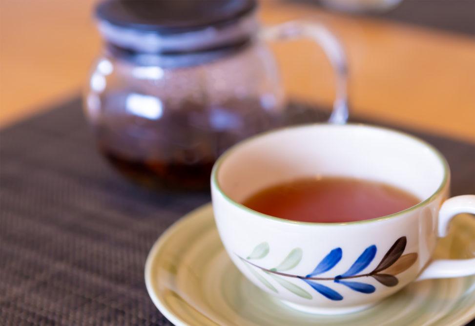 紅茶(カップとソーサー)の写真素材