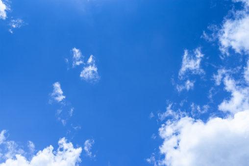 晴天の空と雲の写真素材