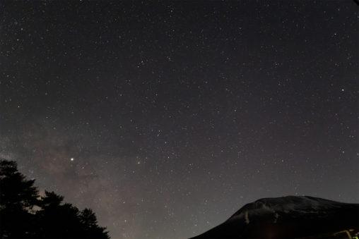 星空と浅間山の写真素材