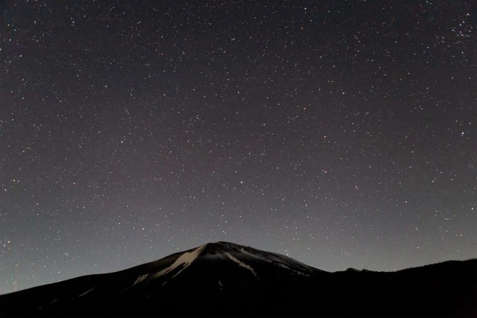 星空と浅間山04の写真素材