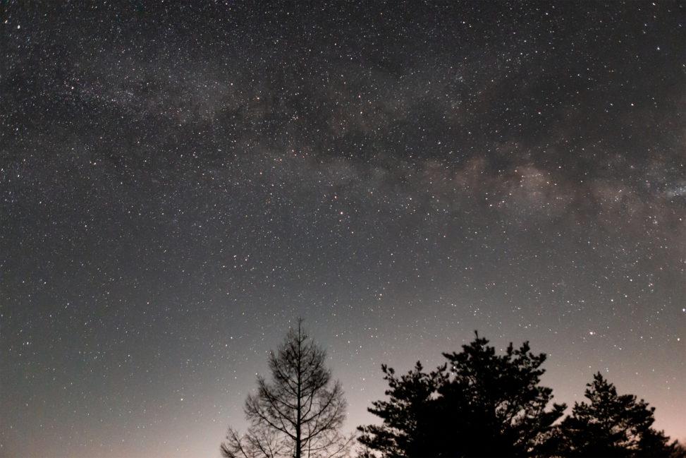 満点の星空と天の川の写真素材