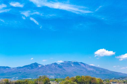 青空と浅間山の風景の写真素材