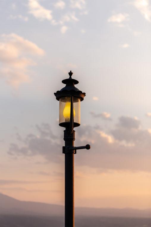 夕暮れ時の街頭02の写真素材