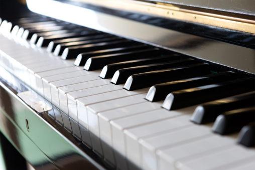 ピアノの鍵盤の写真素材