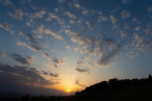 雲と夕日の写真素材