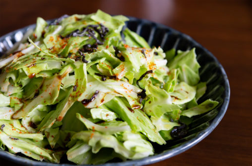 キャベツと昆布のサラダの写真素材