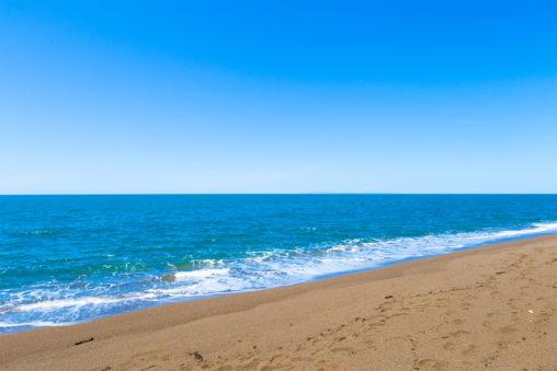 海(日本海)と砂浜の写真素材
