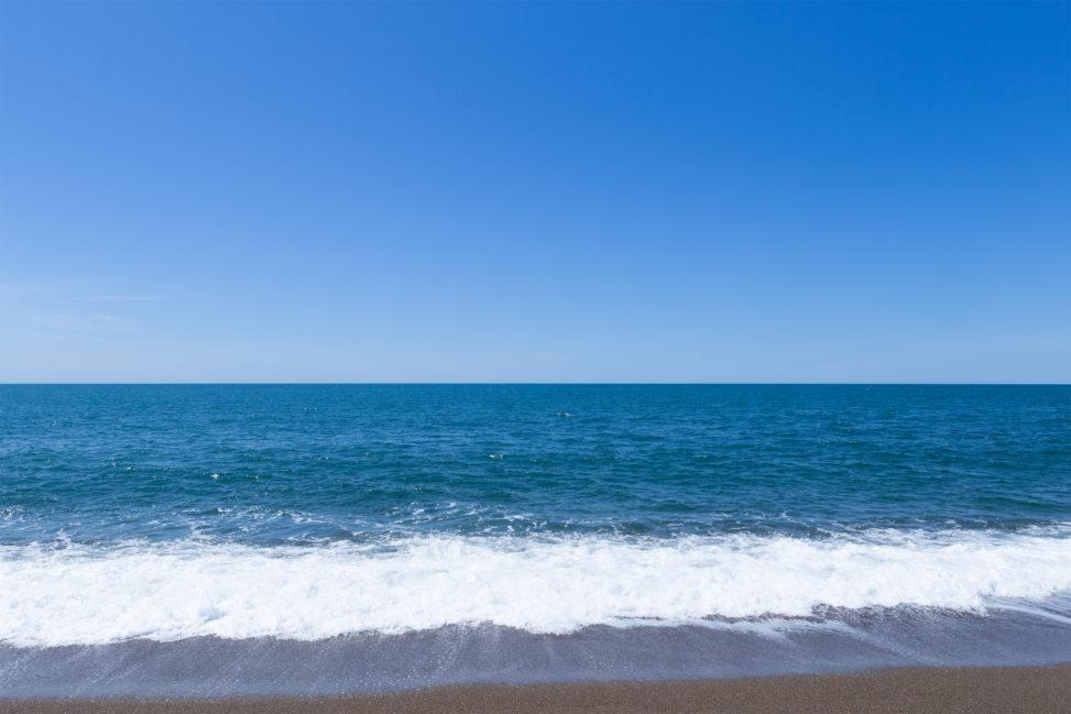 海(日本海)のさざ波の写真素材