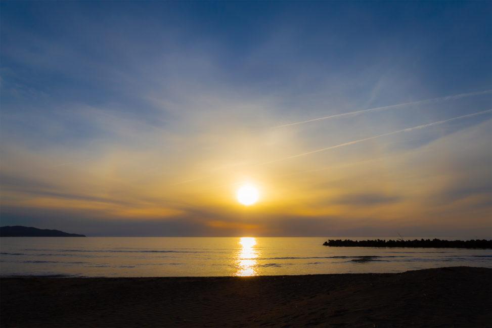 日本海に沈む夕日02の写真素材