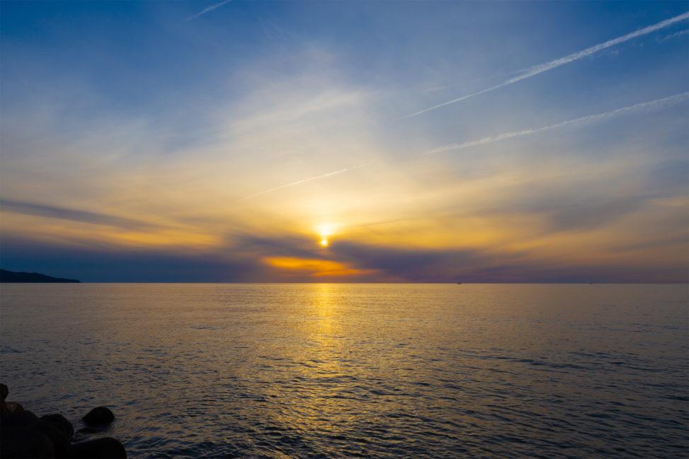 日本海に沈む夕日04の写真素材