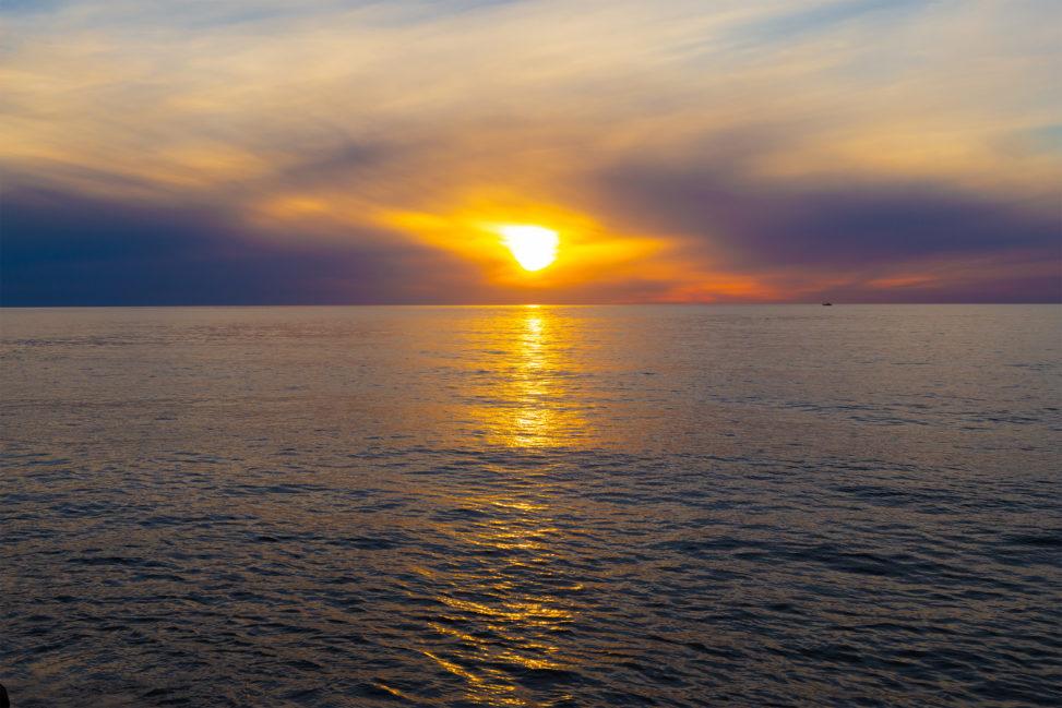 日本海に沈む夕日05の写真素材