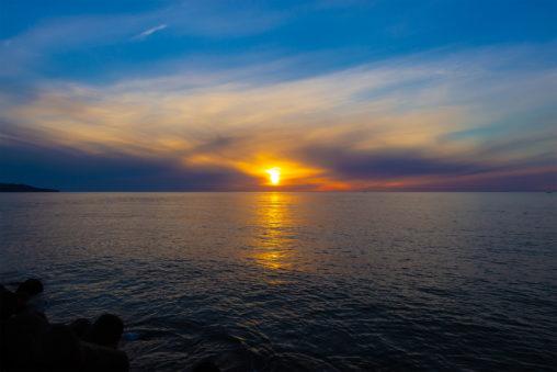 日本海に沈む夕日06の写真素材