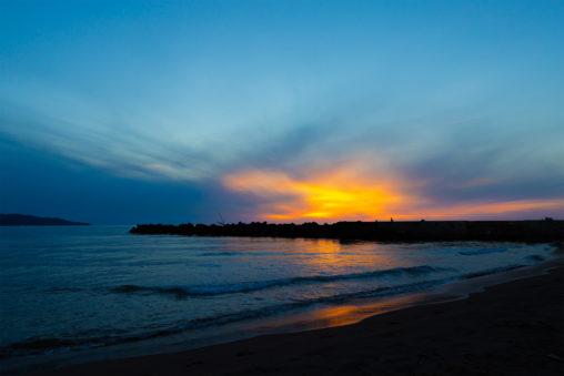 日本海と夕焼けの写真素材