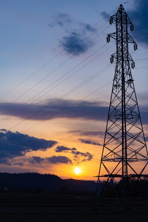 鉄塔と夕日(夕焼け)の写真素材