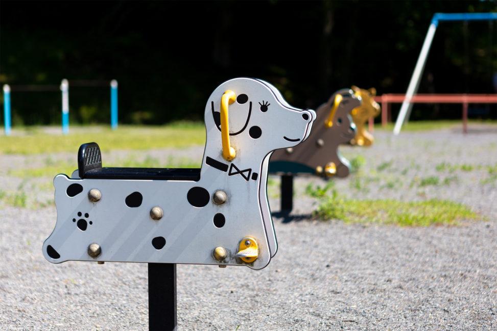 公園にある動物の遊具の写真素材