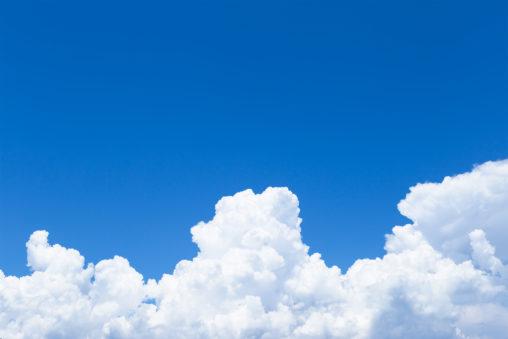 真夏の入道雲の写真素材