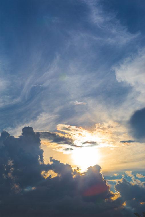ダイナミックな雲と太陽02の写真素材