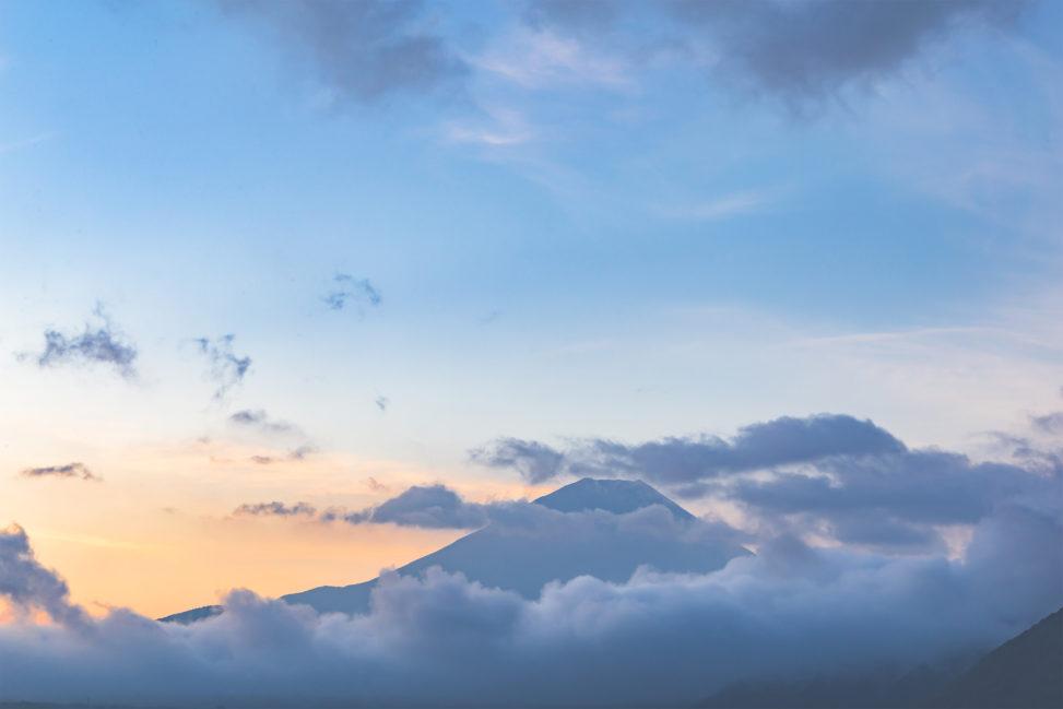 富士山と朝焼けの写真素材