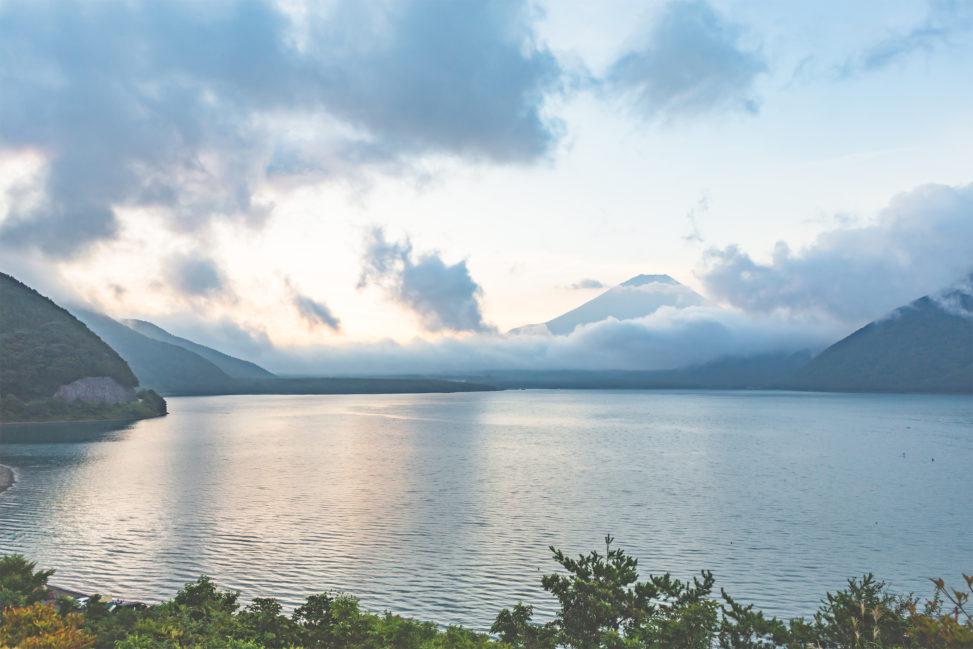 富士山と本栖湖の朝焼け02の写真素材