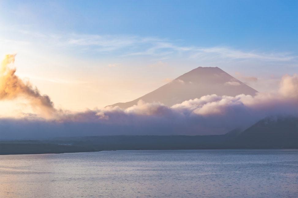 富士山と本栖湖の朝焼け03の写真素材