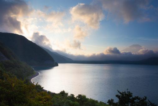 富士山と本栖湖の朝焼け04の写真素材