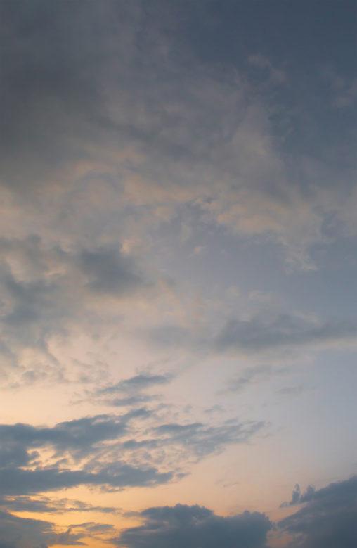 夕暮れ時の空と雲02の写真素材