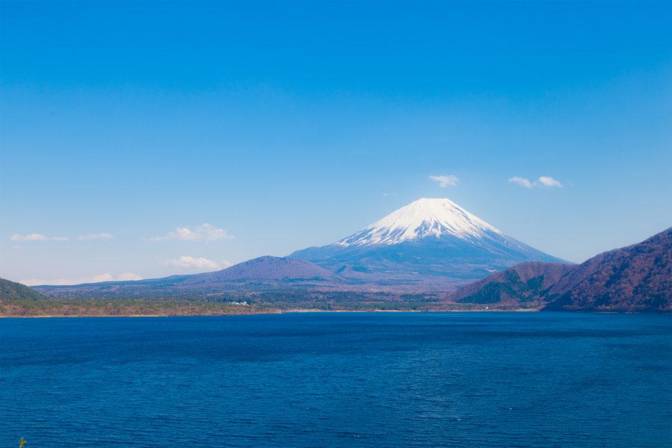 本栖湖と富士山02のフリー写真素材