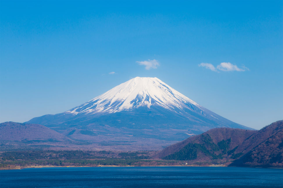 本栖湖と富士山03のフリー写真素材