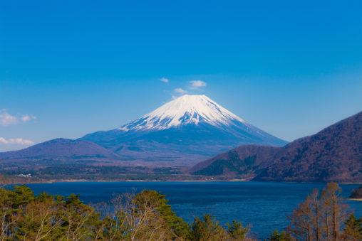 本栖湖と富士山04のフリー写真素材