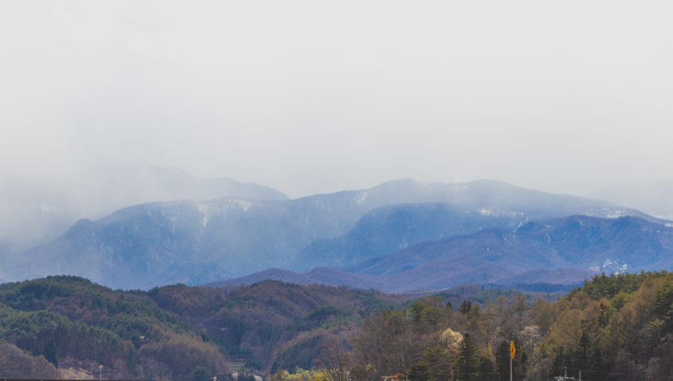 山と霧のフリー写真素材