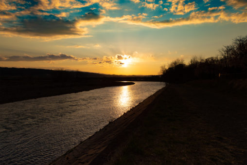 千曲川と夕日のフリー写真素材