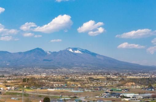 佐久平の街と浅間山のフリー写真素材