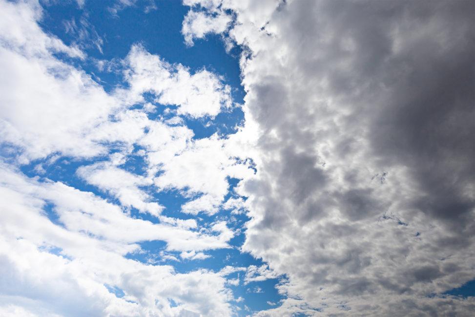晴天と曇天のフリー写真素材