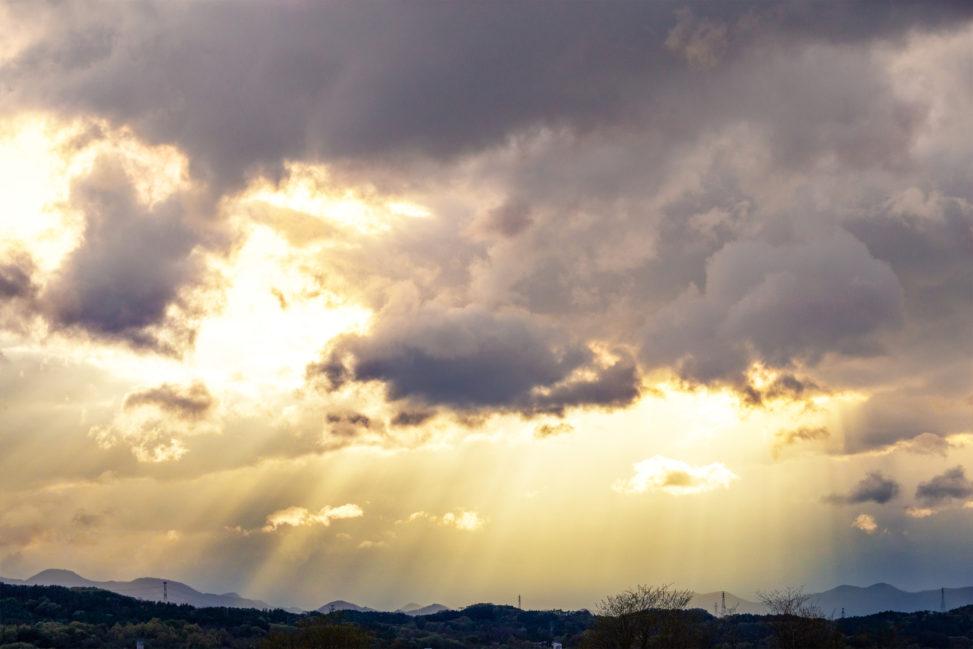後光・薄明光線のフリー写真素材