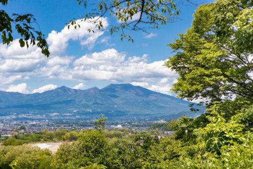 新緑と浅間山の風景のフリー写真素材