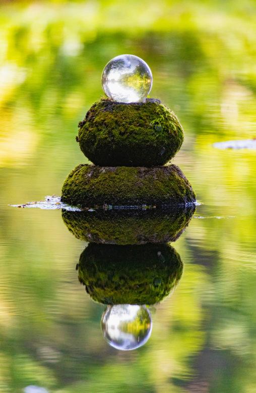 水面に反射する水晶玉のフリー写真素材