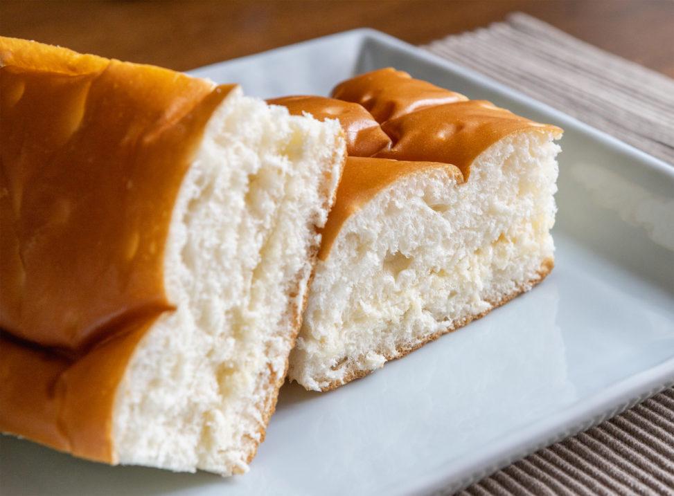 牛乳パン02のフリー写真素材