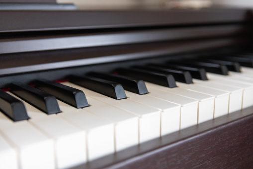 電子ピアノの鍵盤のフリー写真素材