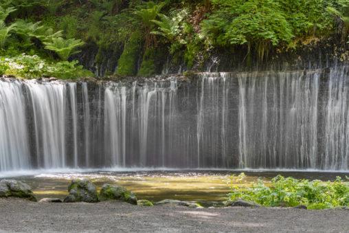 軽井沢の白糸の滝(アップ)のフリー写真素材