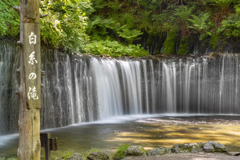 軽井沢の白糸の滝02のフリー写真素材