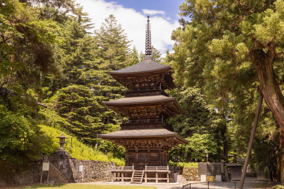 三重塔・真楽寺のフリー写真素材