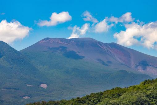 初夏の晴天と浅間山のフリー写真素材