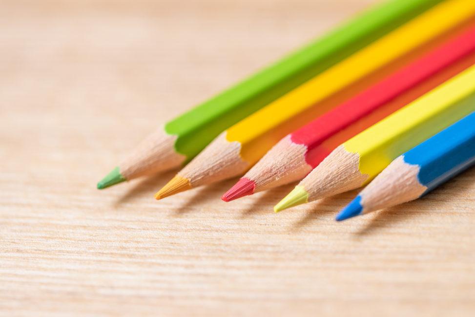 色鉛筆/木目背景_2の写真