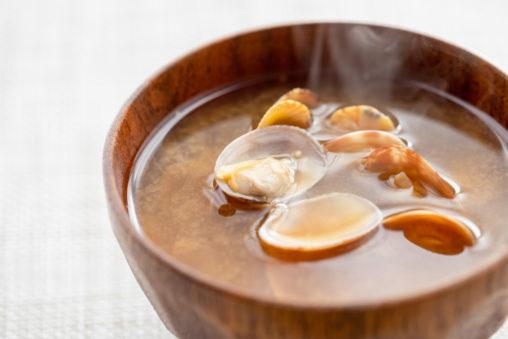 あさりのお味噌汁(みそ汁)の写真