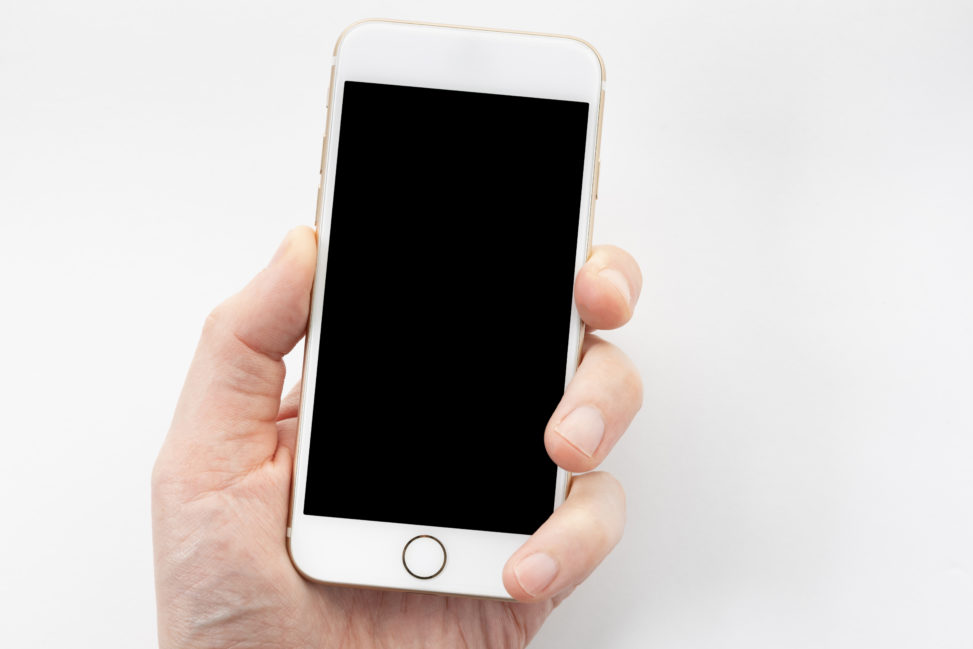 スマートフォン/スマホを持っている写真