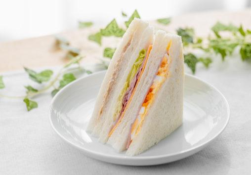 ミックスサンドイッチ(たまご/レタスハム/ツナ)の写真