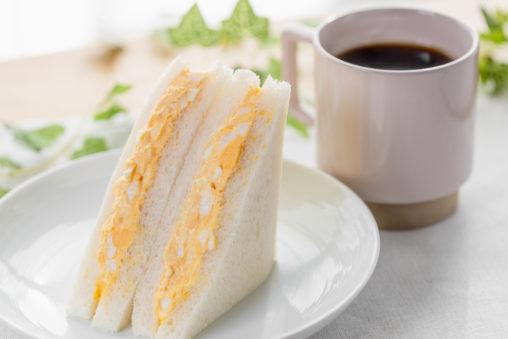 たまごサンドイッチとコーヒー_2の写真