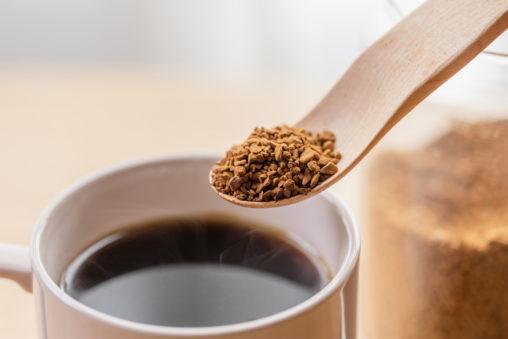 インスタントコーヒー/珈琲/木のスプーンの写真