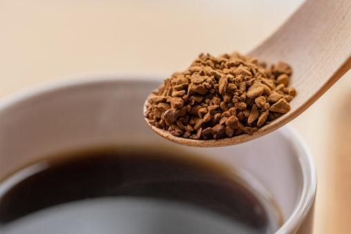 インスタントコーヒー/珈琲/木のスプーン(アップ)の写真