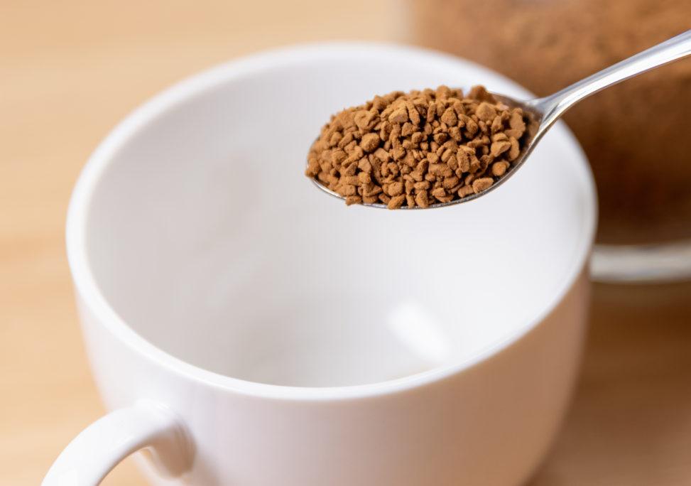 インスタントコーヒー/白いカップの写真